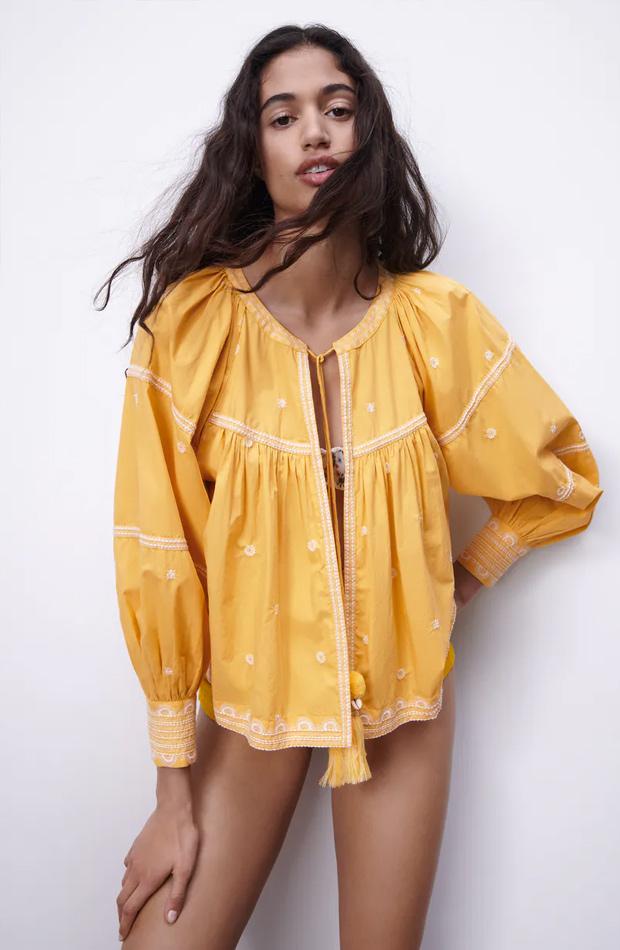 Chaqueta bordada de las rebajas de verano de Zara