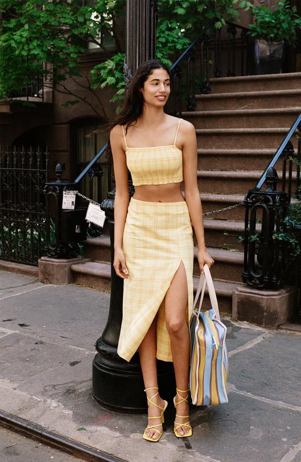 Falda midi con abertura de las rebajas de verano de Zara