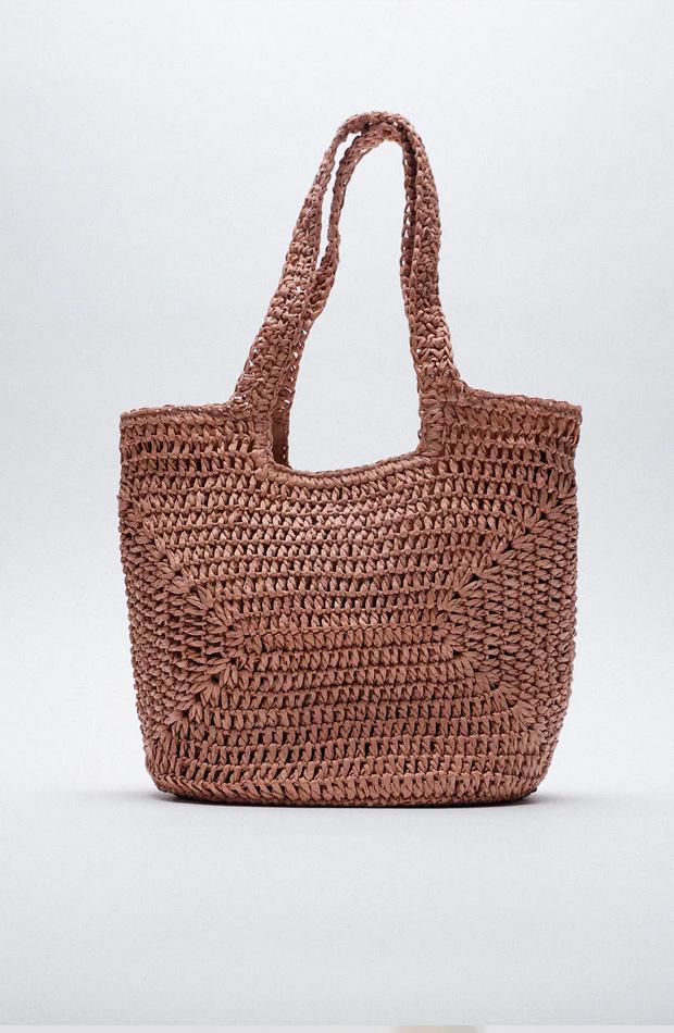 Shopper trenzado de las rebajas de verano de Zara