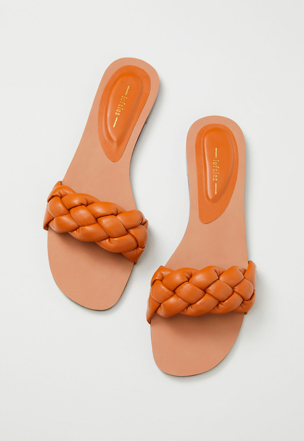 prendas básicas de verano baratas: sandalias