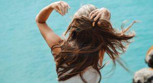 Sabemos cuál es el champú perfecto para poder lavarse el pelo todos los días en verano