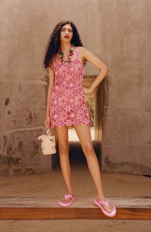 Zara vestido crochet flores rosa y rojo looks playeros