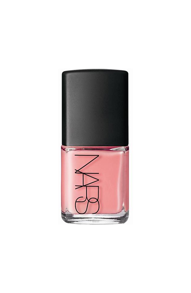 Laca de uñas de Nars rosa manicuras de tendencia