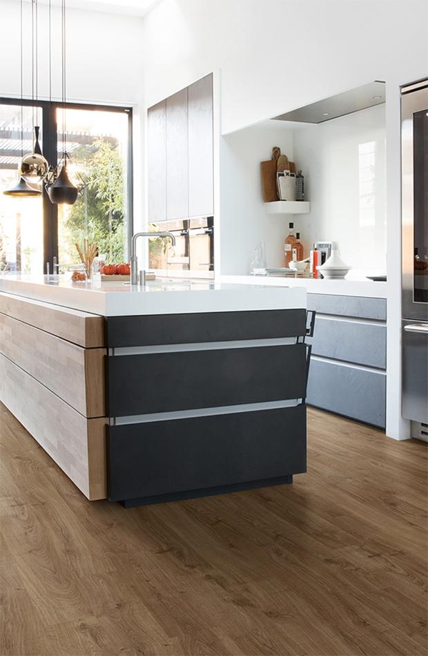 Suelo de madera en la cocina