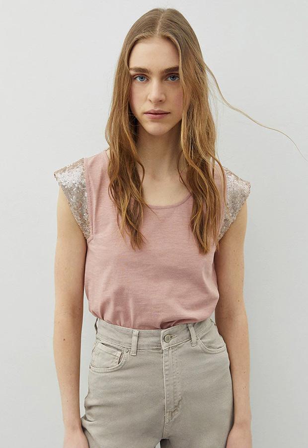 Camiseta rosa con detalle de lentejuelas