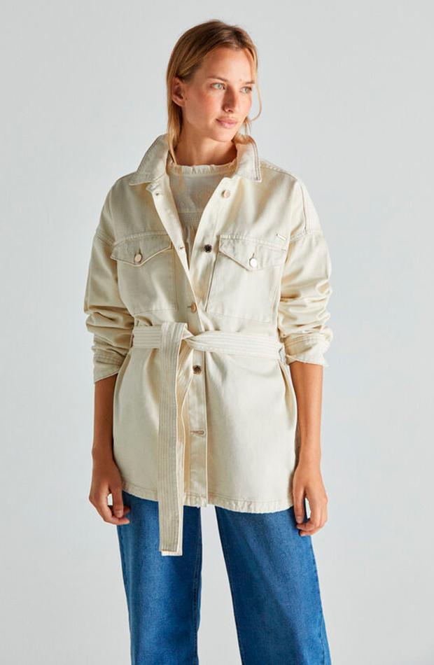 Cazadora blanca de Cortefiel chaquetas de entretiempo