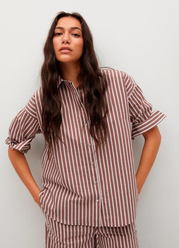 Camisa de rayas de color marrón