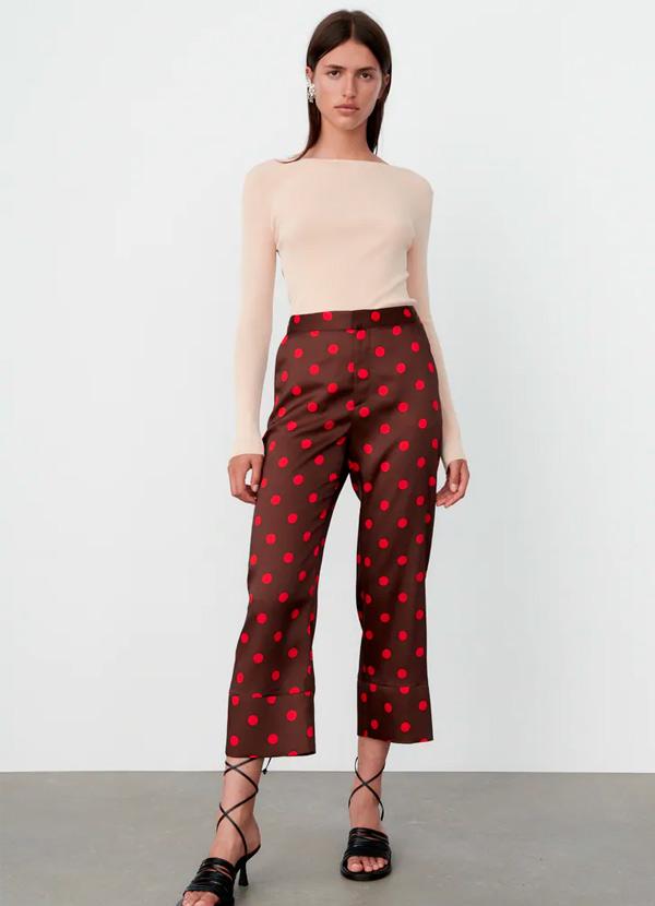 Pantalón de lunares de Zara de color marrón
