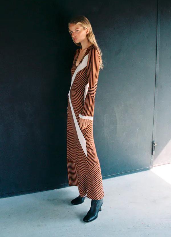 Vestido de rayas de color marrón