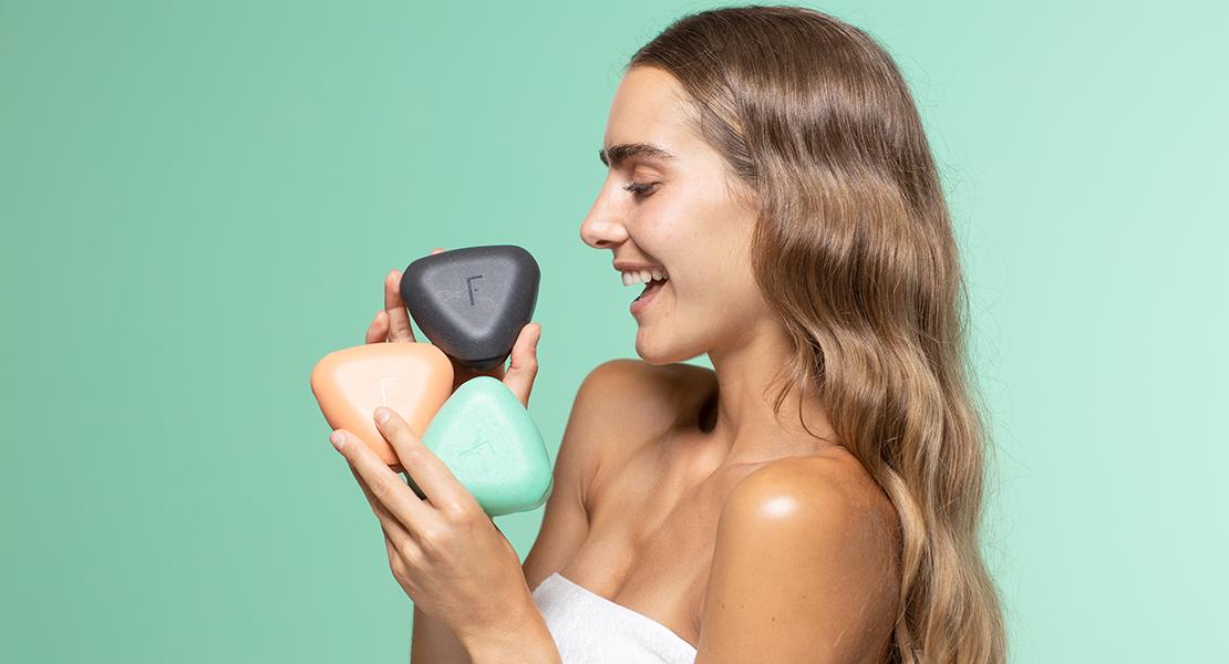 © Freshly Cosmetics tres colores diferentes solidpod nuevo lanzamiento cosmética sólida