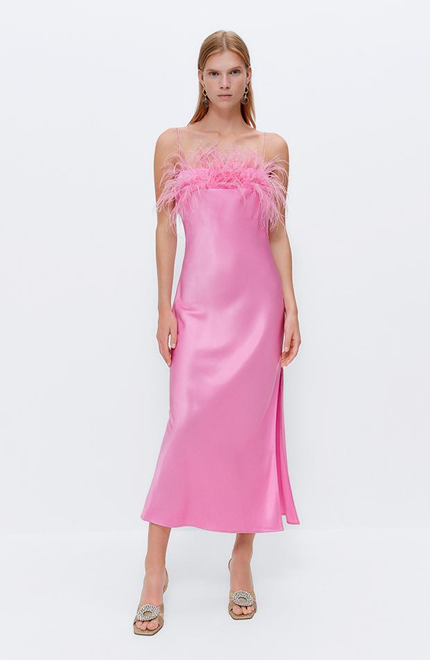 invitadas de septiembre Vestido rosa de Uterqüe