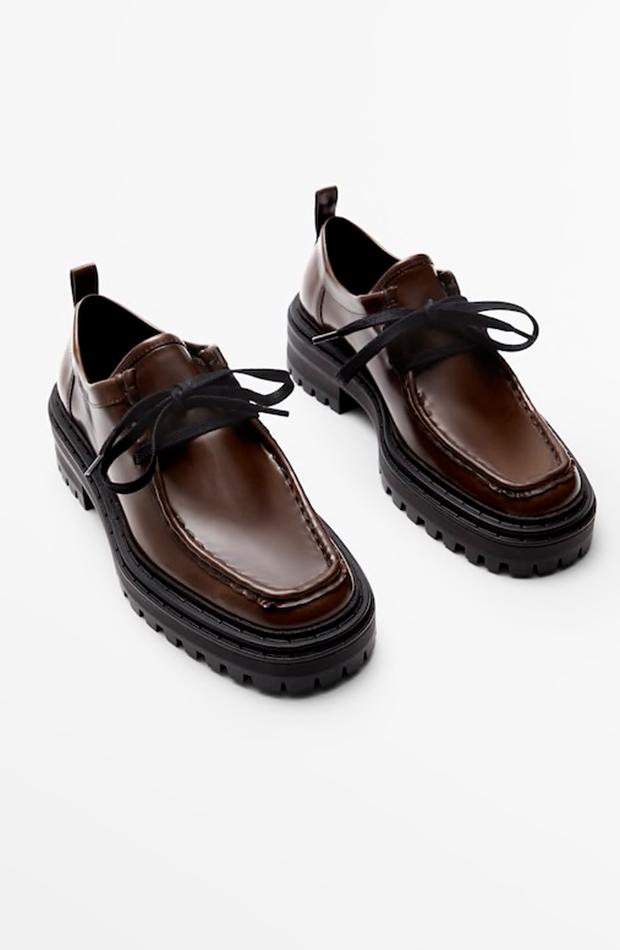 Zapatos planos con cordón tipo mocasin de Massimo Dutti