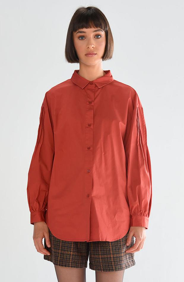 Camisa roja de Lili Sidonio