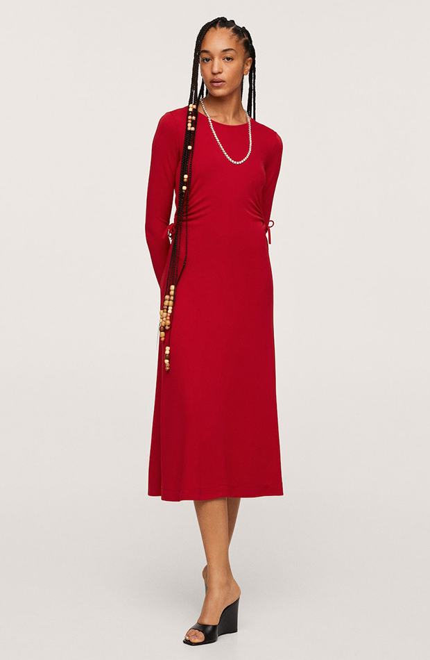 invitadas de otoño Vestido rojo de Mango