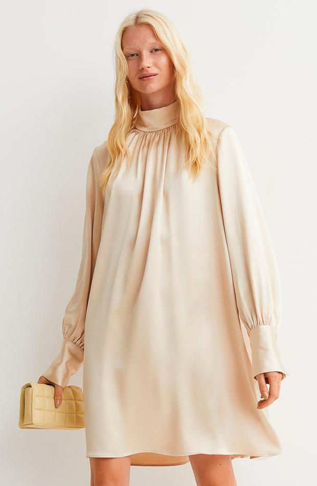 invitadas de otoño Vestido satinado de H&M