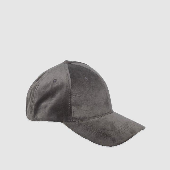 Gorra básica en gris de Dayaday: complementos para el pelo