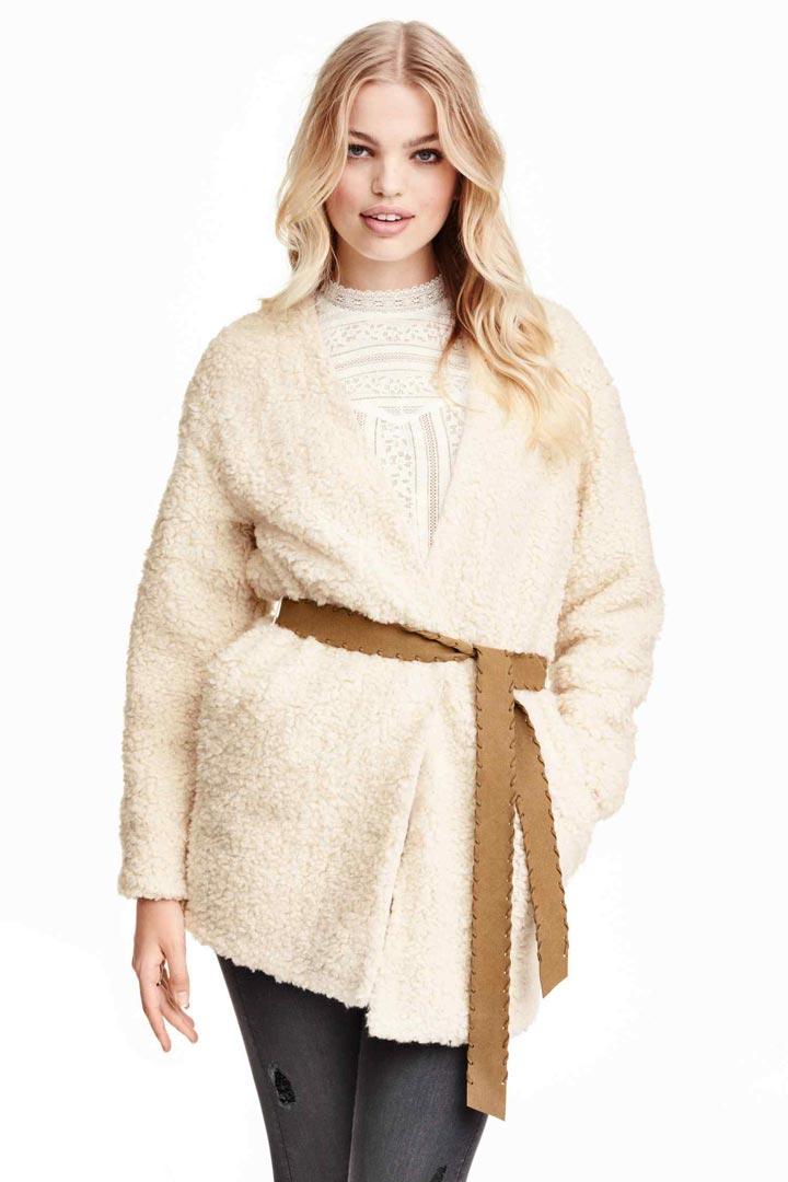 Abrigo blanco con cinturón