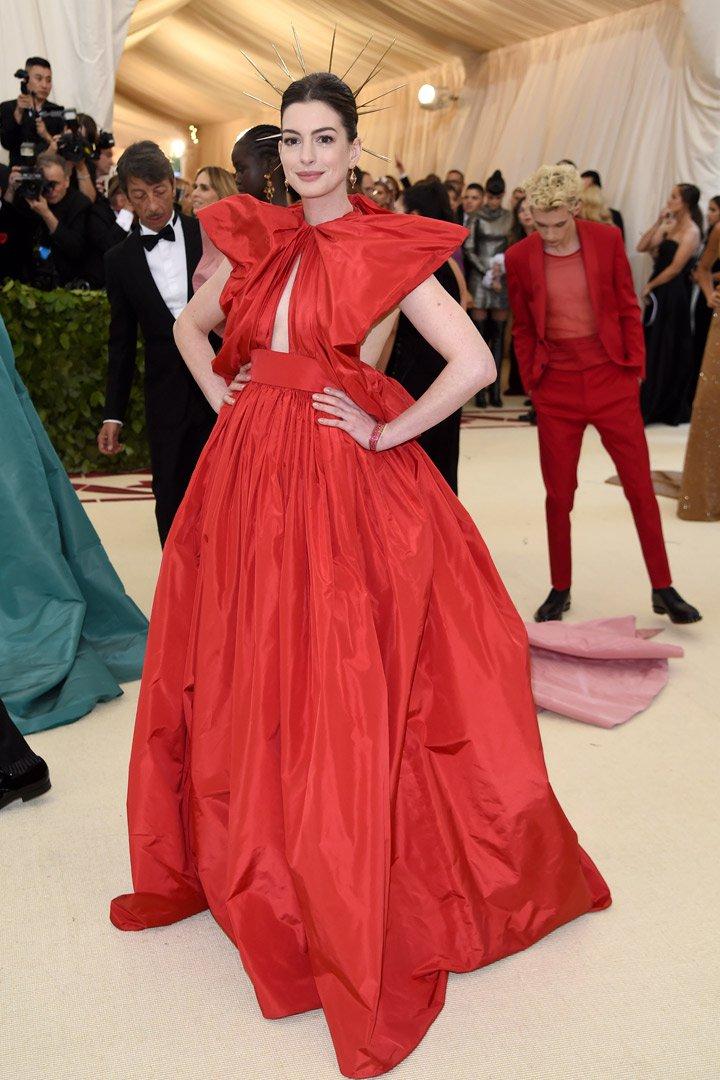 Anne Hathaway Looks Met Gala 2018