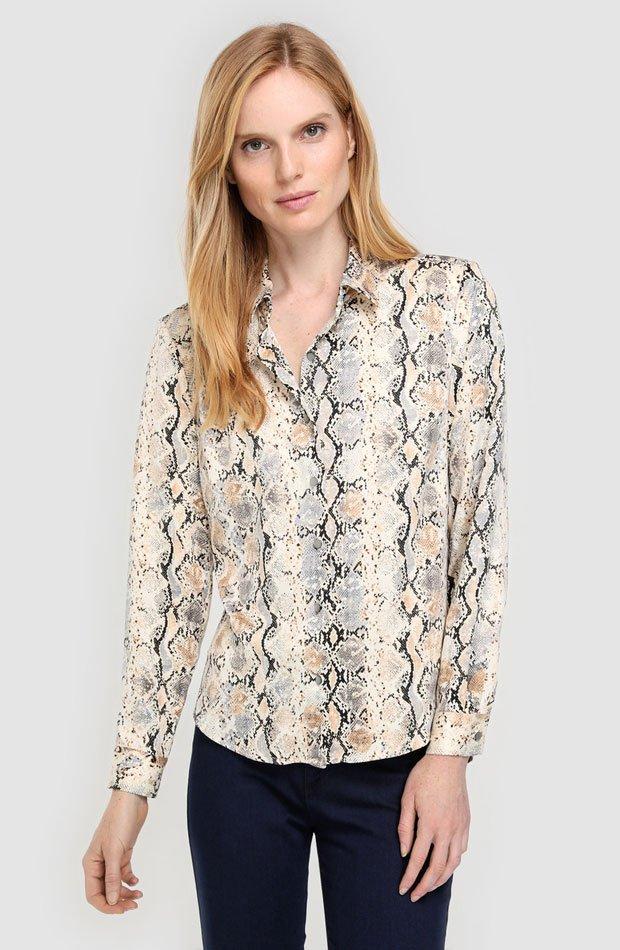 Blusa con estampado de serpiente de Antea: prendas estampados otoño