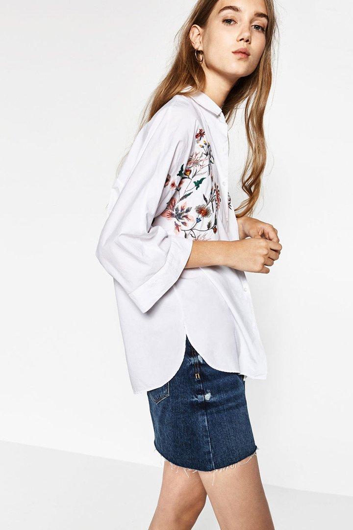 Camisa con bordados de flores de Zara