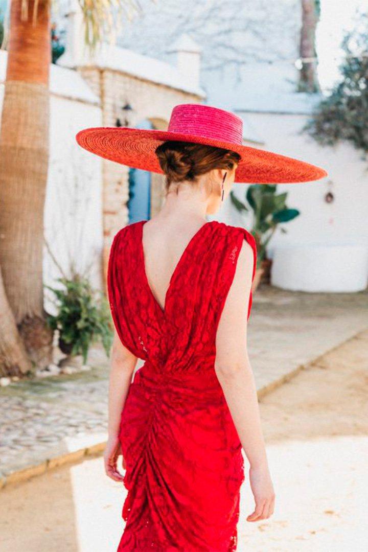 Vestido rojo con la espalda al aire de Cherubina