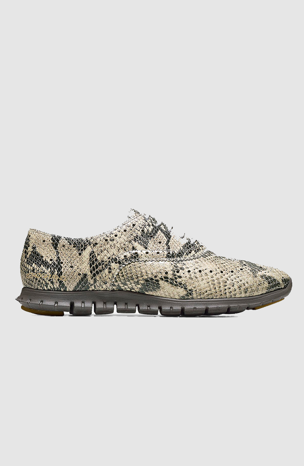Estampado de serpiente de Cole Haan: sneakers looks oficina