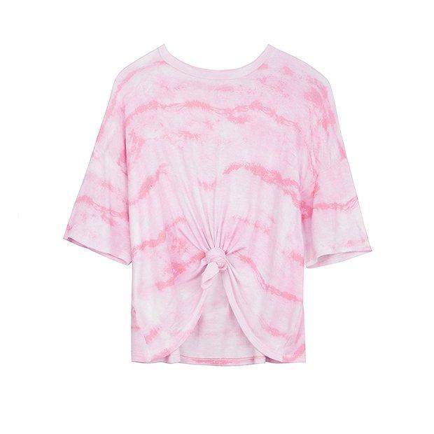 Camiseta rosa con estampado tie-dye de la colección SS19 de Bershka