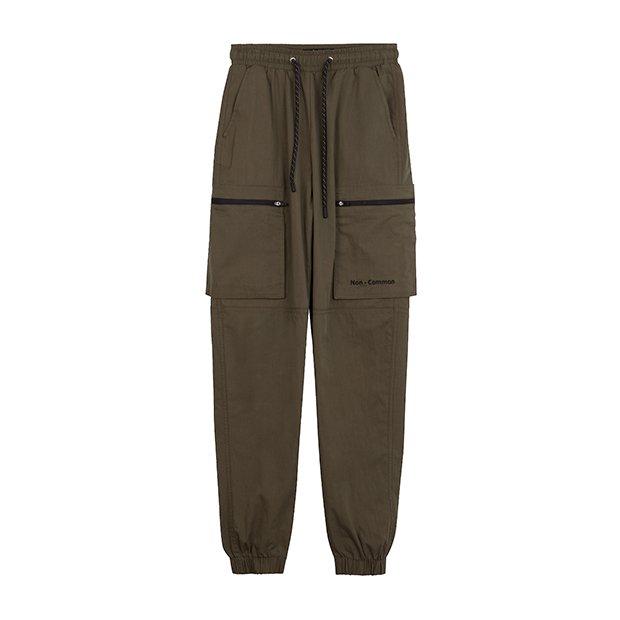 Pantalones cargo en verde de la colección SS19 de Bershka
