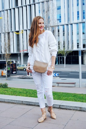 Colourvibes, white total look