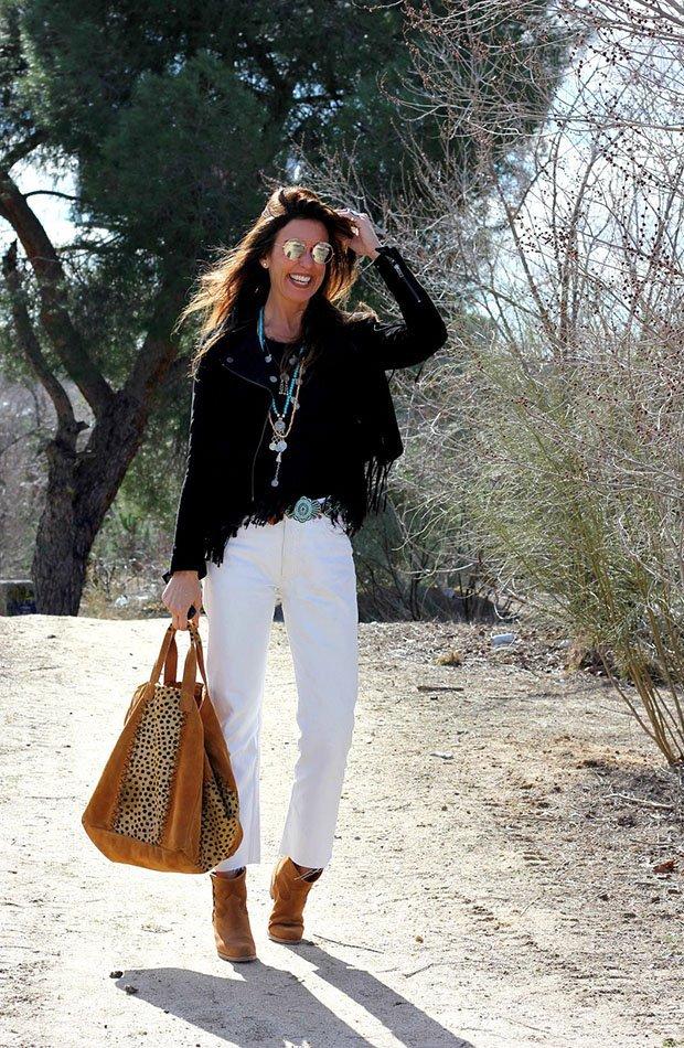 Mytenida con pantalones largos blancos