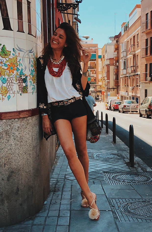 Mytenida con shorts negros