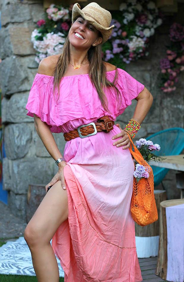 Mytenida con vestido rosa