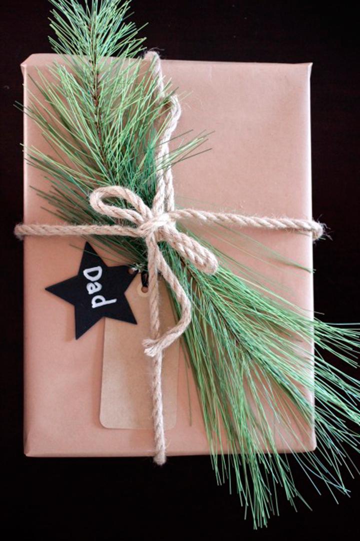 Envoltorio de regalos hojas de pino
