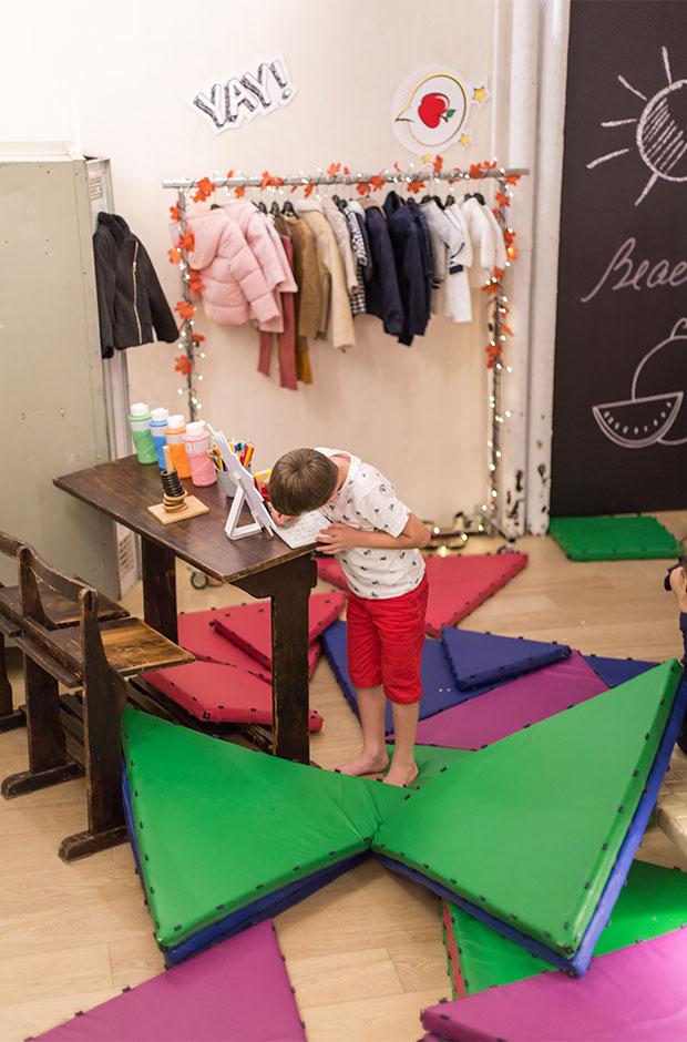 Niño jugando en el evento de Kiabi