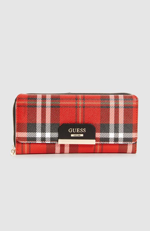 Cartera de cuadros tartán de Guess: prendas estampados otoño