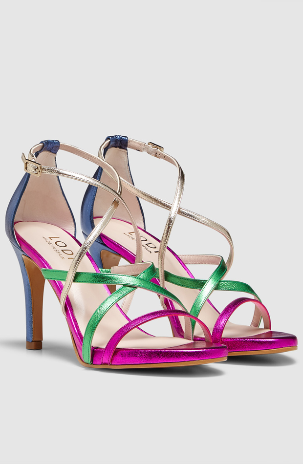 Sandalias de tacón en piel metalizado con tiras multicolor de LODI: look de invitada de rebajas