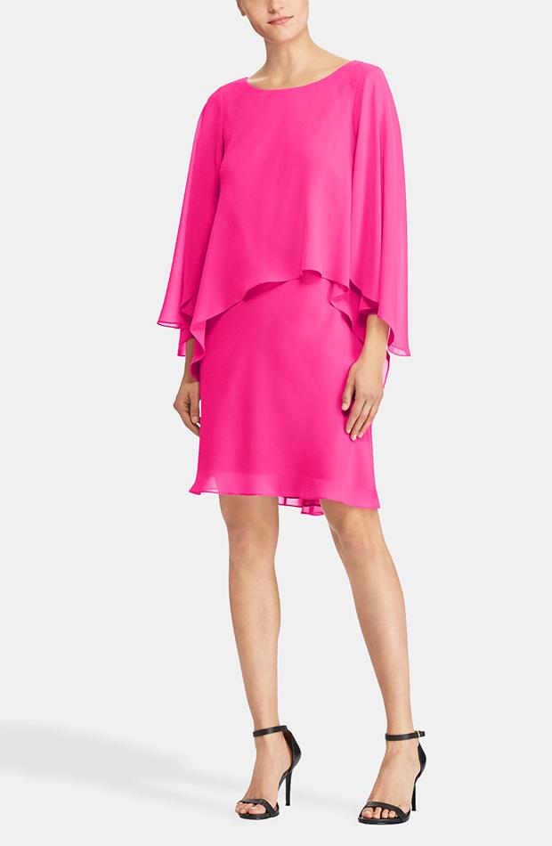Vestido rosa con capa de Lauren Ralph Lauren: look de invitada de rebajas