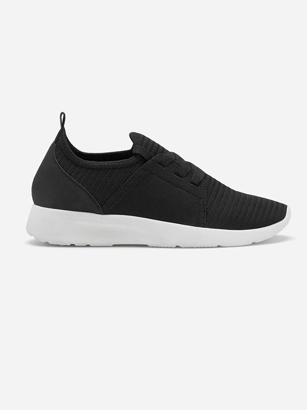 Deportivas negras de la colección Lefties Sportswear SS 2019