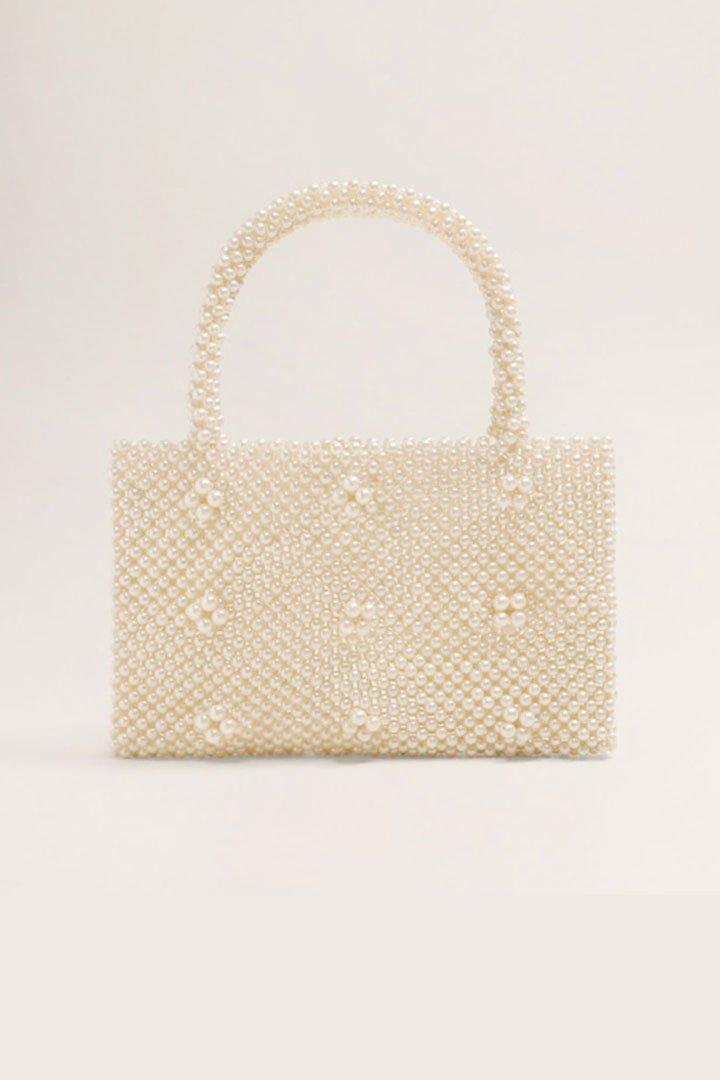 Looks de invitada de última hora: bolso de perlas