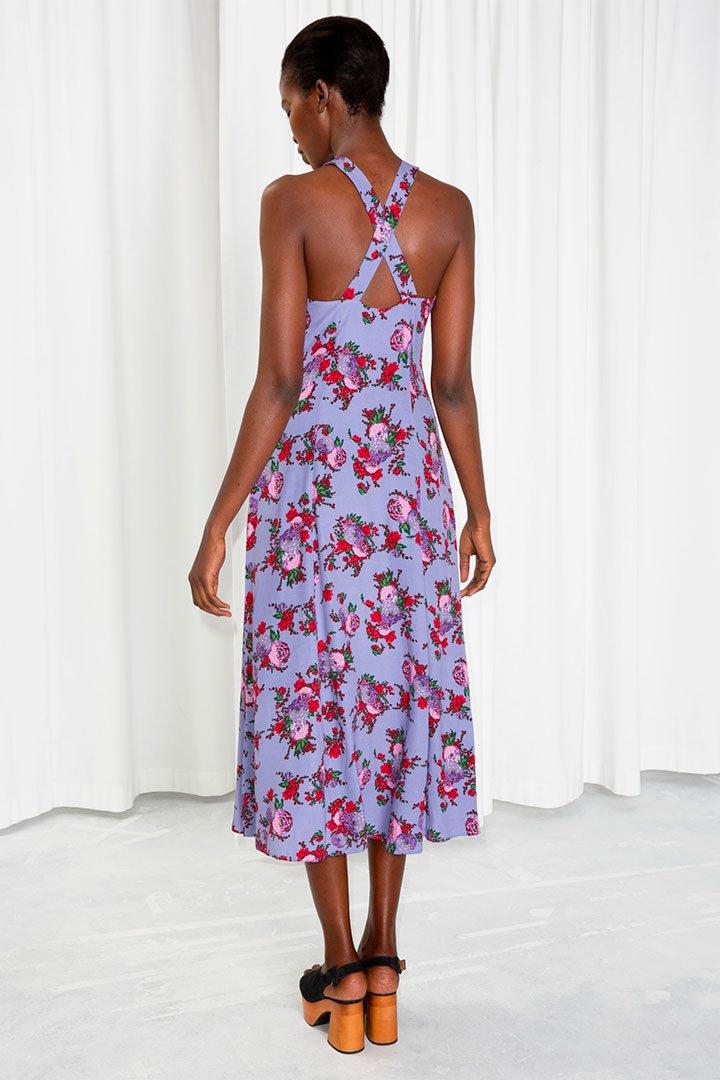 Looks de invitada en rebajas: Vestido lila con flores