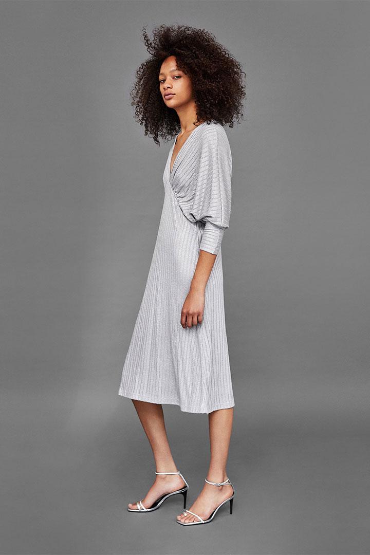 Looks de invitada en rebajas: Vestido plata