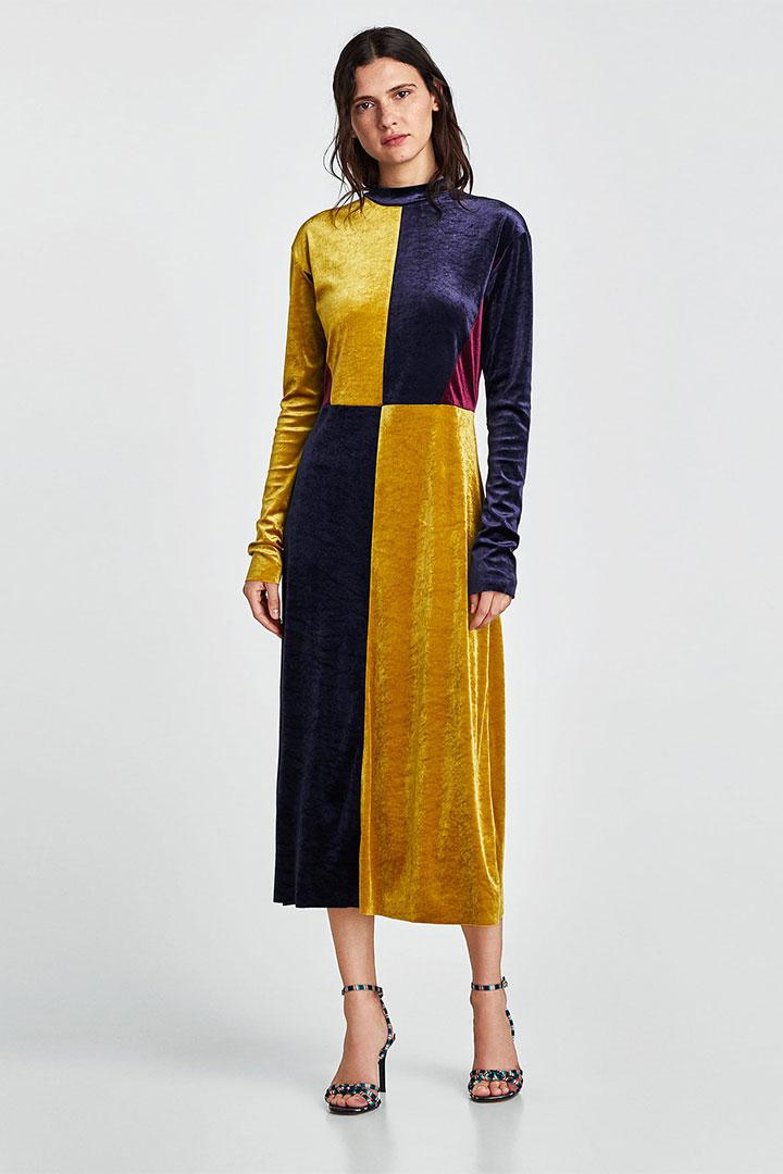 Looks de invitada en rebajas: vestido de terciopelo
