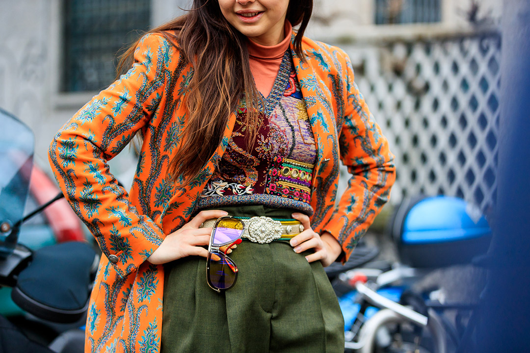 look multicolor en el street style de Milan Fashion Week