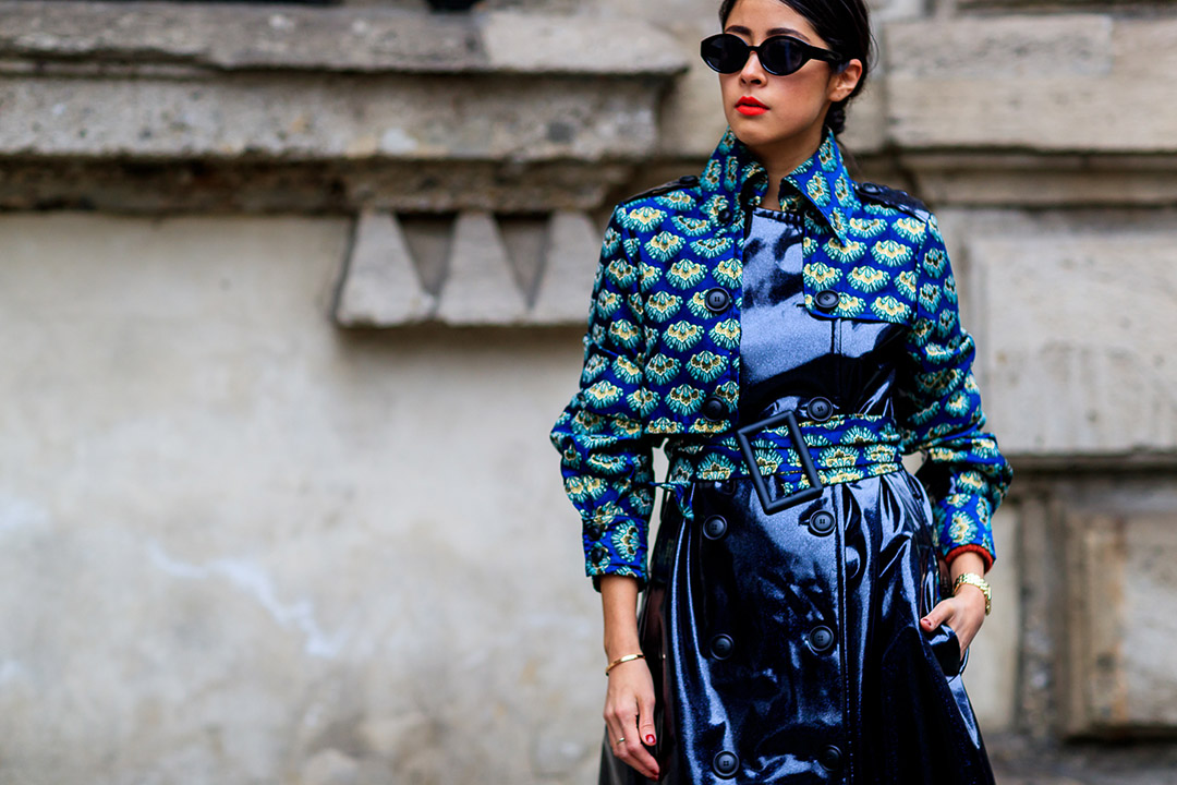 look azul en el street style de Milan Fashion Week