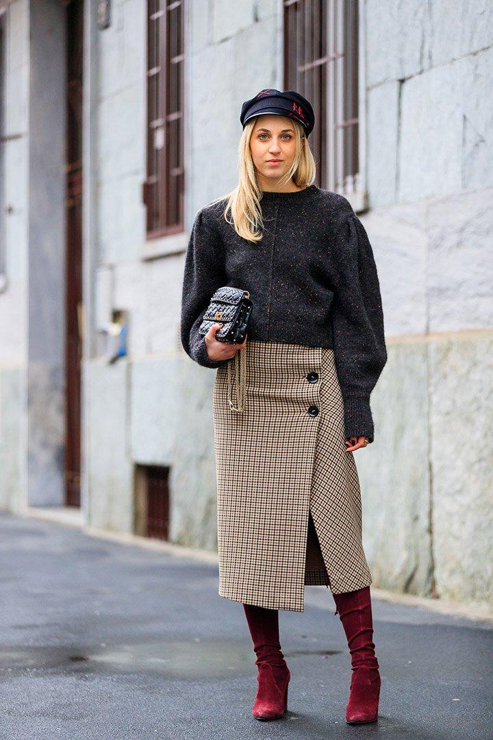falda de cuadros en el street style de Milan Fashion Week