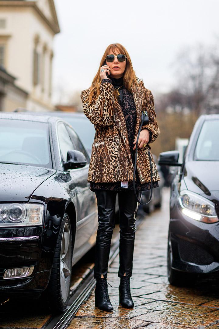 abrigo de leopardo en el street style de Milan Fashion Week