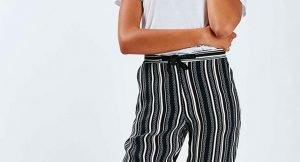 Los pantalones de rayas verticales que llevarás esta temporada