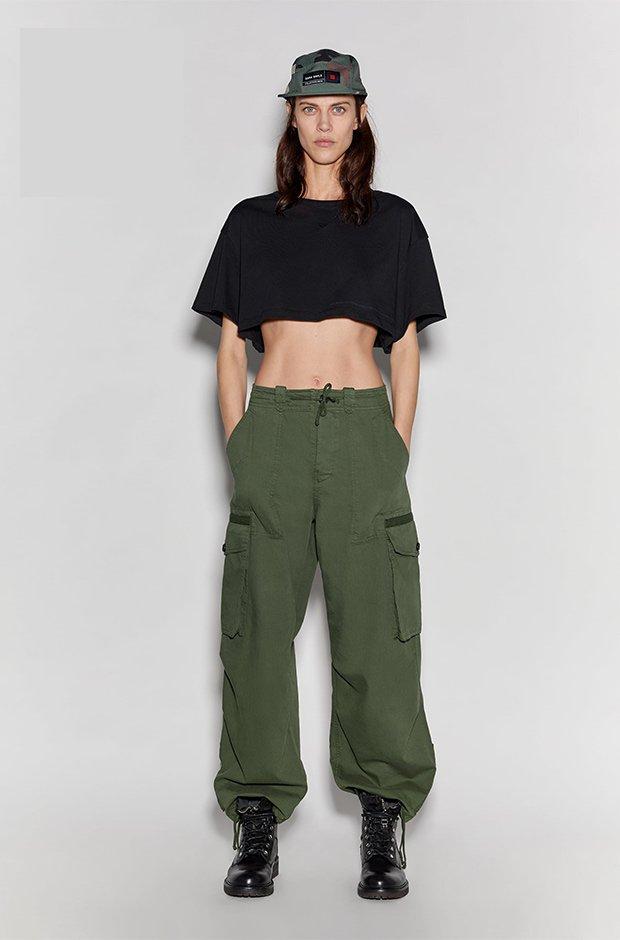 Pantalón cargo verde de Zara