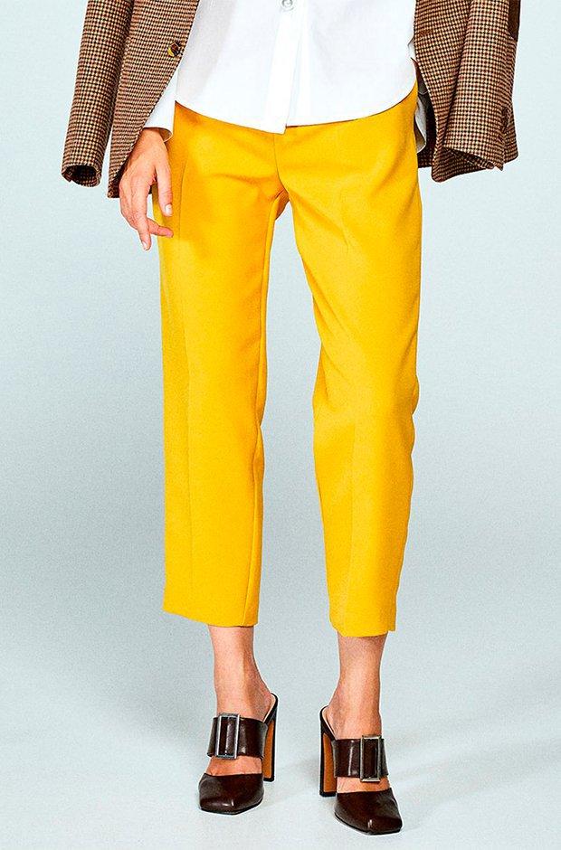 Pantalón fluido amarillo de Sfera