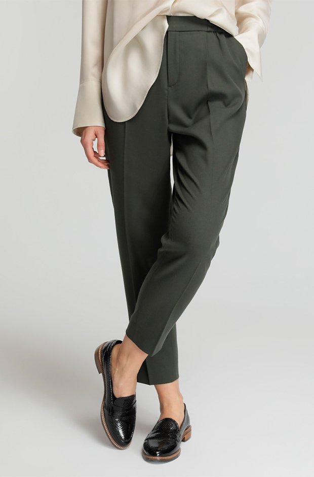 Pantalones masculinos en verde de El Corte Inglés